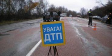 На Прикарпатті автомобіль в'їхав в електроопору: двоє осіб загинуло, двоє – у важкому стані