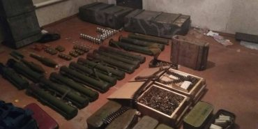 Бійці Івано-Франківської групи СБУ виявили велику схованку боєприпасів у зоні АТО. ФОТО