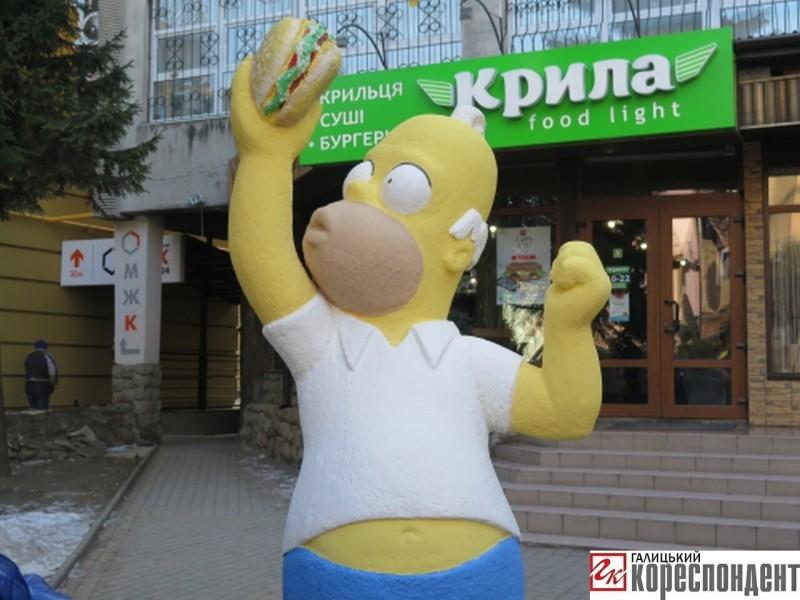 В Івано-Франківську відкрили скульптуру Гомеру Сімпсону. ФОТО+ВІДЕО