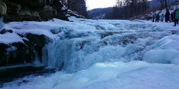 У Яремчі замерз знаменитий водоспад. ФОТОФАКТ