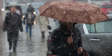 На Прикарпатті прогнозують сильний дощ з мокрим снігом