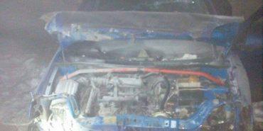 На Прикарпатті п'яний таксист, втікаючи від поліцейських, розбив авто та зніс огорожу будинку. ВІДЕО