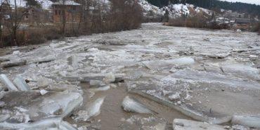 У мережі з'явилося відео льодоходу на ріці Черемош у Верховині