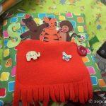 На Прикарпатті переселенка шиє іграшки та книжки з уживаного одягу. ФОТО
