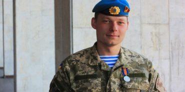 """У лікарні помер """"кіборг"""" Гуцаленко, який піднімав прапор України над ДАПом"""