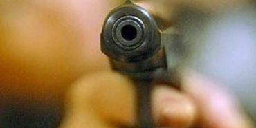 На Прикарпатті чоловік намагався покінчити з життям, застосувавши вогнепальну зброю