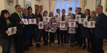 """Діти з Прикарпаття і Волновахи презентували проект """"Діти просять миру"""". ФОТО"""