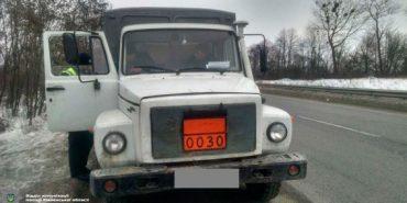 Поліція зупинила вантажівку, яка везла півтори тонни вибухівки на Прикарпаття