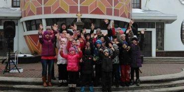 У Коломиї провели танцювальний флеш-моб підопічних соціального центру. ВІДЕО