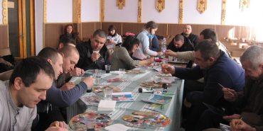 У Коломиї учасників АТО вчили малювати на склі. ФОТО