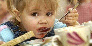 """""""Дитина вже не може їсти ту картоплю"""": на Прикарпатті у дитячих садках немає м'яса, риби та багатьох інших продуктів"""