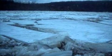 Прикарпатські рятувальники попереджають про різке підвищення рівня води та льодохід на Дністрі