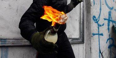 На Франківщині будинок пенсіонерів намагалися підпалити коктейлями Молотова. ВІДЕО