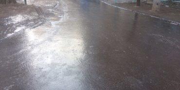 """""""Дивись, як ти працюєш"""": мера обласного центру протягли тротуаром, вкритим льодом. ВІДЕО"""