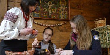 Щонеділі у Коломиї всі охочі зможуть навчитися писати писанки. ФОТО