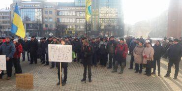 На Прикарпатті люди протестують проти корупції, підняття тарифів, цін та податків. ФОТО