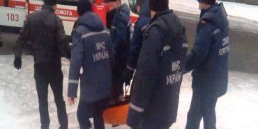 На Буковелі рятувальники витягали з води 25-річного чоловіка