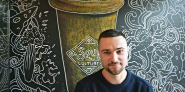 Українець відкрив успішний харчовий бізнес у центрі Варшави. ФОТО
