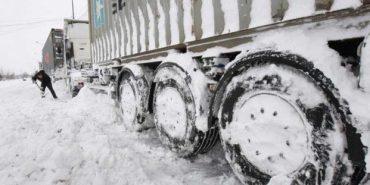 У трьох областях України через негоду обмежили рух автотранспорту