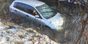 На Прикарпатті автівка злетіла з містка у воду  – 37-річний водій загинув на місці