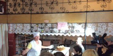 """""""Мами Прикарпаття"""" спільно з санепідемстанцією та прокуратурою перевірили шкільну їдальню. ФОТО+ВІДЕО"""