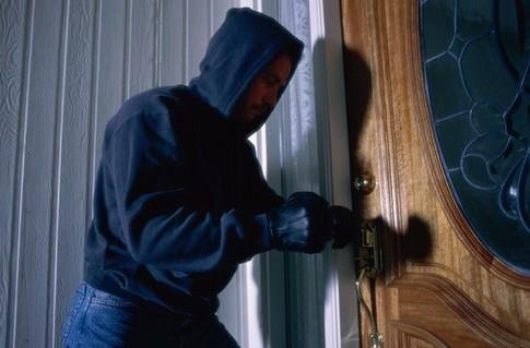 У Франківську спіймали квартирного злодія