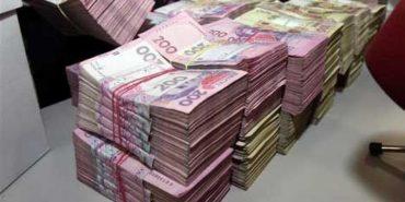 На Прикарпатті група злочинців через фіктивні підприємства відмила майже 5 млн грн