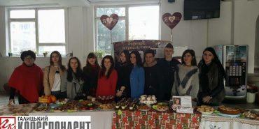 Івано-франківські студенти-журналісти долучилися до збору коштів на лікування Оксани Кваснишин. ФОТО