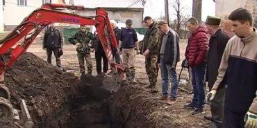 На Прикарпатті розкопують німецьке кладовище. ВІДЕО