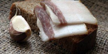 У березні продовжують дорожчати хліб, сир і сметана, подешевшало сало