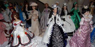 Кардіолог з Прикарпаття шиє ексклюзивний одяг для ляльок, який купують за кордоном. ФОТО