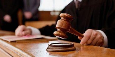 """На Прикарпатті засудили касирку """"Ощадбанку"""", яка ошукала півсела на сотні тисяч гривень"""