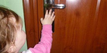 Коломийські рятувальники звільняли двох дітей, які зачинилися у квартирі