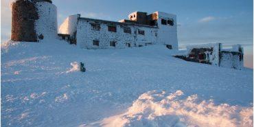 Історія фотографа, який три дні жив з рятувальниками в обсерваторії на горі Піп Іван. ФОТО