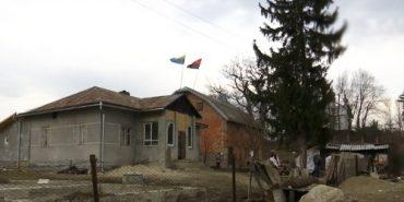 """Військові та волонтери перетворили стару хату на Прикарпатті на """"Бандерівський схрон"""". ВІДЕО"""