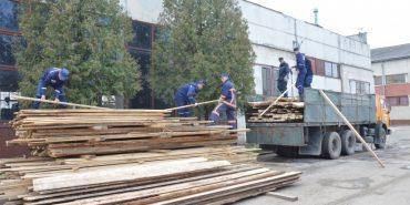 З Франківщини відправили пиломатеріали постраждалим жителям Харківщини, де вибухнув склад з боєприпасами