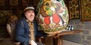 """Велетенська мальованка """"Штири коти"""" представить Коломию на Всеукраїнському фестивалі писанок. ФОТО"""