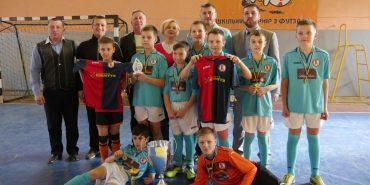 """Вісім команд шкільного турніру з футзалу отримали в нагороду від БФ """"Покуття"""" спортивну форму. ФОТО"""