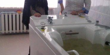 У лікарні на Прикарпатті запроваджують водну терапію з повітряними бульбашками, яка корисна при гіпертонії