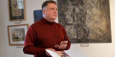 У новій книжці Василь Нагірний розповідає про майже 200 пам'ятних знаків, таблиць та скульптур у Коломиї