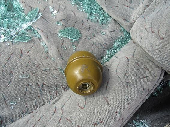 На Прикарпатті поліція виявила у багажнику легковика рушницю та гранату. ФОТОФАКТ