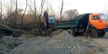 На Коломийщині затримали вантажівки, які незаконно видобували і перевозили гравій. ФОТО