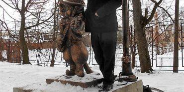 Пам'ятник котові у Коломиї, створений Олегом Лобураком, є сотим у світі