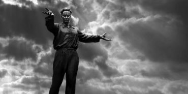 """""""Коломия у світі мистецтва"""": роботи скульптора Романа Захарчука зобразили на листівках"""