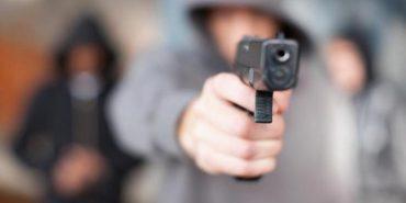 На Прикарпатті обстріляли вікна помешкання депутата міськради