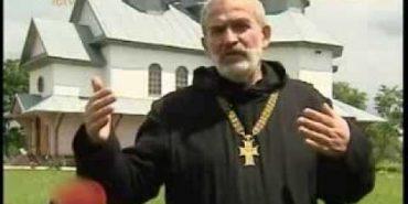 На Прикарпатті священик виганяє нечисть і зцілює хворих