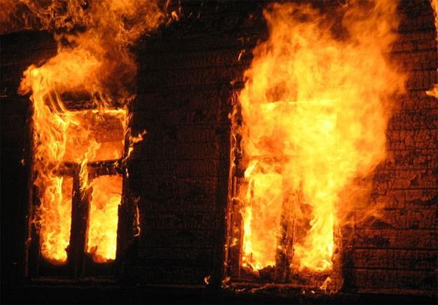 На Франківщині вщент згорів житловий будинок