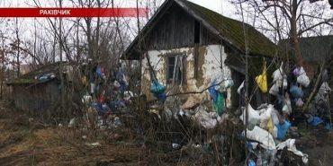На Коломийщині чоловік з власного подвір'я зробив сміттєзвалище — звозить непотріб протягом 30 років. ВІДЕО