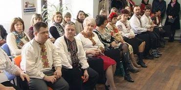 """Дефіле у вишиванках провели для """"сонячних"""" дітей у Коломиї. ВІДЕО"""