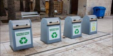 На Франківщині сміттєві баки сховають під землю. ФОТО